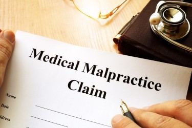 When to Hire a Medical Malpractice Lawyer