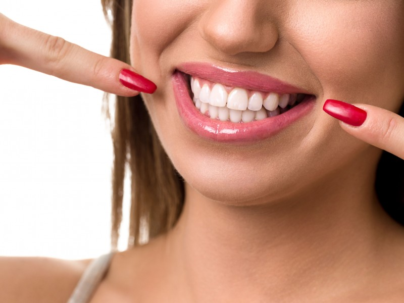 Experience the Benefits That Teeth Whitening Can Offer